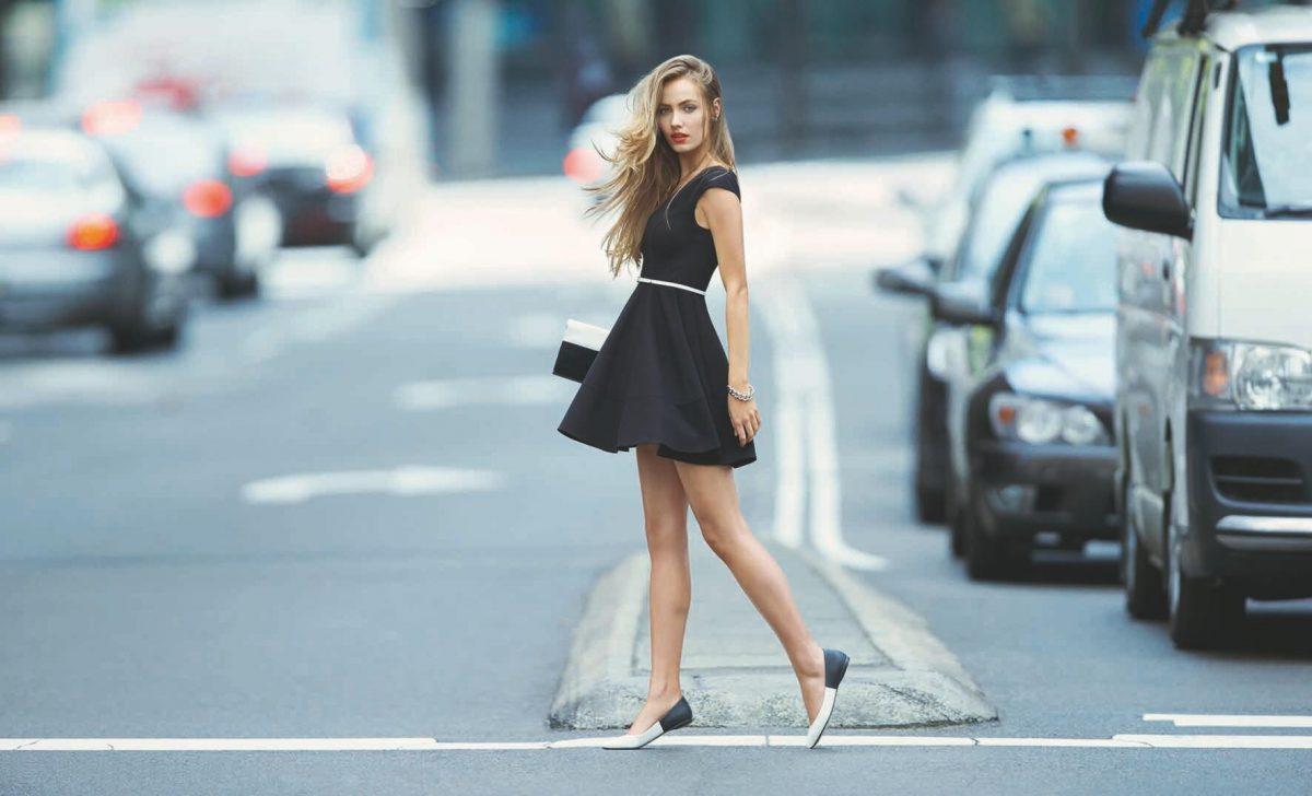 KIM-PONTE-PADDED-SLEEVE-SKATER-DRESS-R799-TABITHA-POINT-FLAT-R399-2 Летние платья 2019: модные платья лето